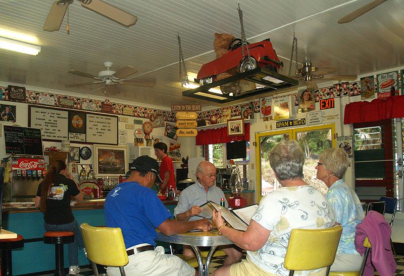50's Fountain Cafe - interior 7