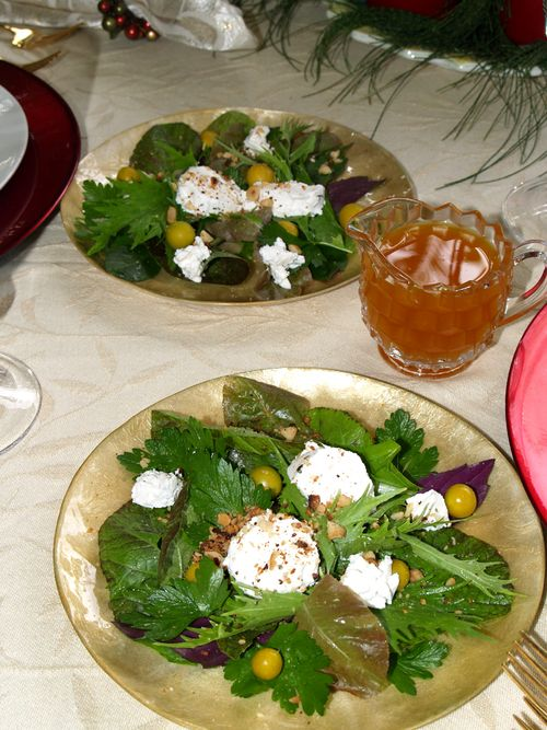 Christmas 06 - Green Salad goat cheese & poha berries - sm