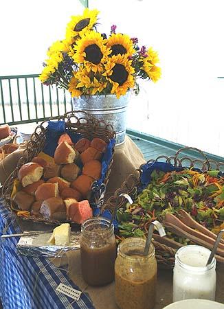 Kahua Ranch - Table set up sm