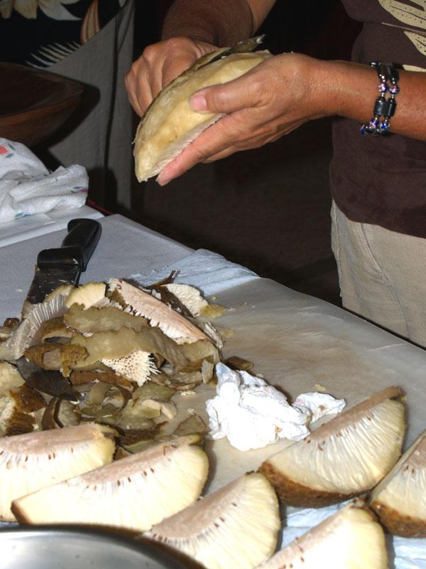 Ag - event - Bread Fruit - peeling steamed breadfruit