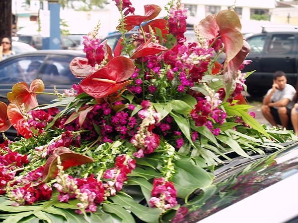 MM parade - Car hood floral ornament