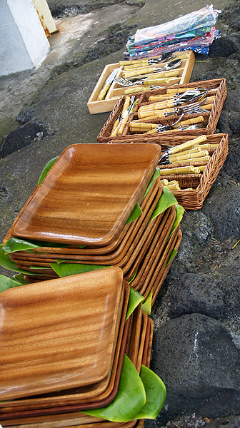 BD Luau - wooden plates, bamboo flatware & cloth napkins