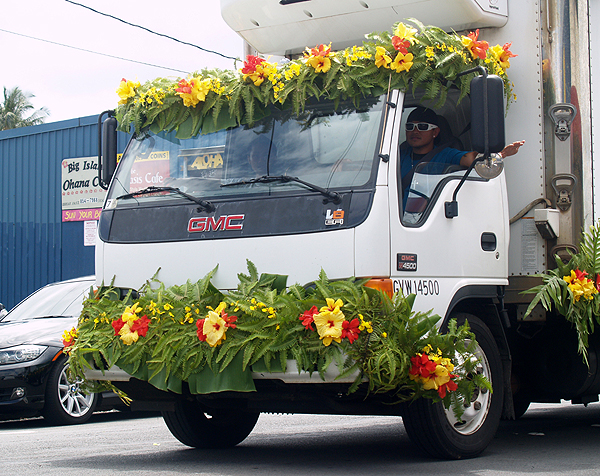 MM parade - Hibiscus, ferns and orchids truck