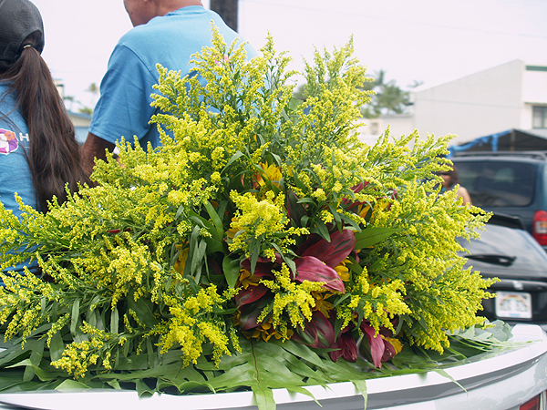 MM parade - Car rear floral ornament