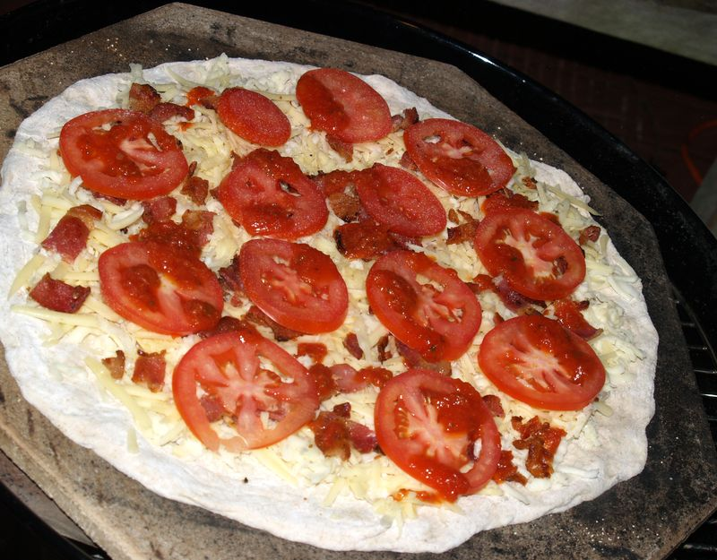 Pizza Party - 6 - Bacon, Jarlsberg and tomatoes