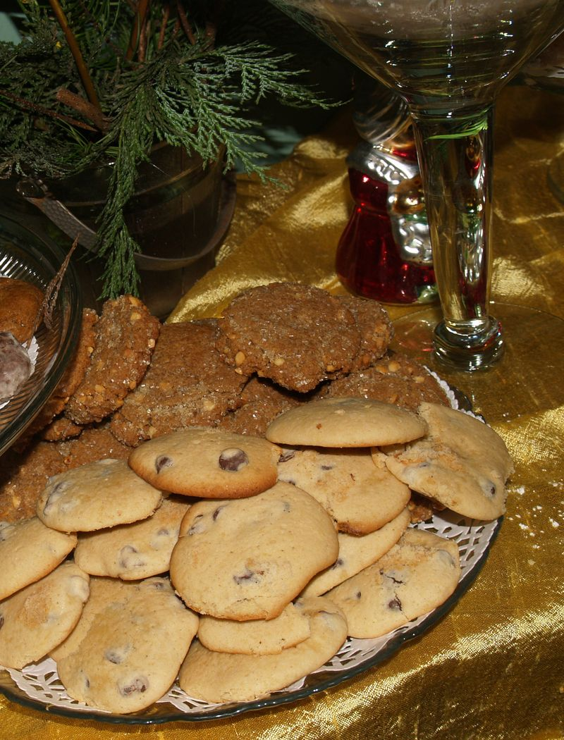 Christmas Party 2012 - Cookie X - S's Flourless PB & Jenn's Choc chip