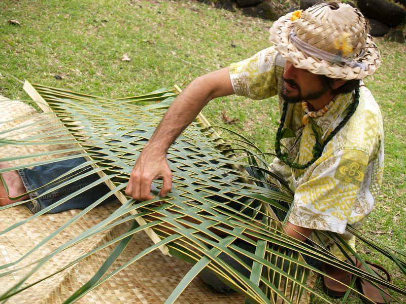 Puna BF 13 - Niu frond weaving