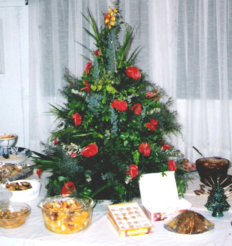 2 - Christmas Dining Room Table - Christmas 97 - Akaka Falls Inn. -cropped