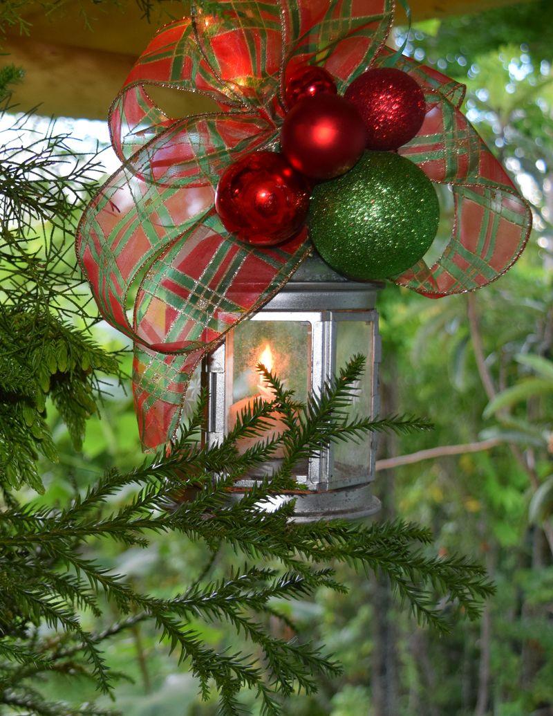 XMAS 14 - tree detail 4 lantern