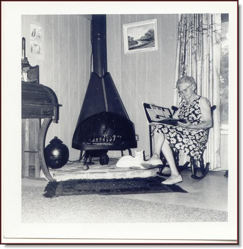 Grandmolie - fireplace -Footprint Island