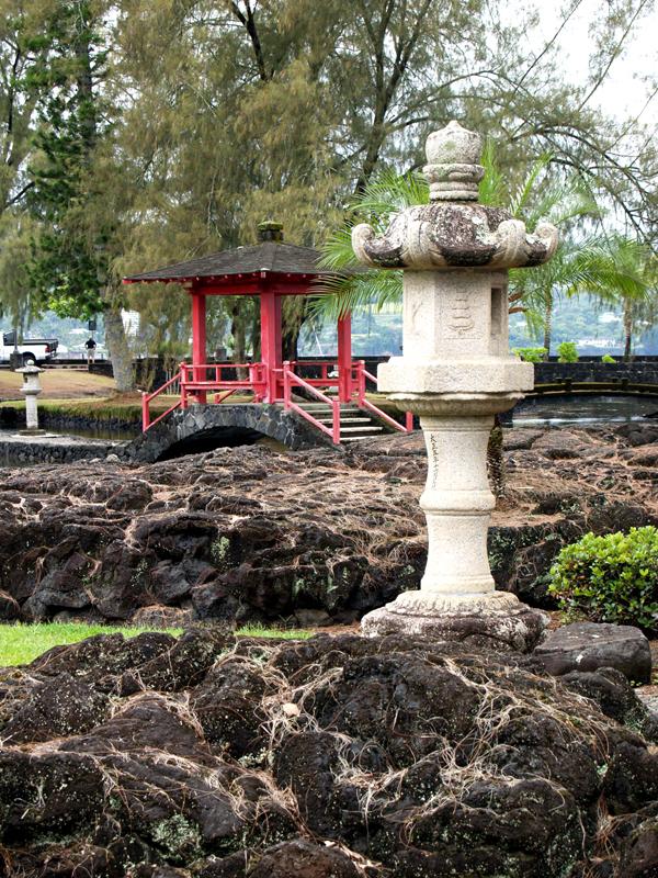 Liliuokalani Gardens - Red pagoda & lantern 2