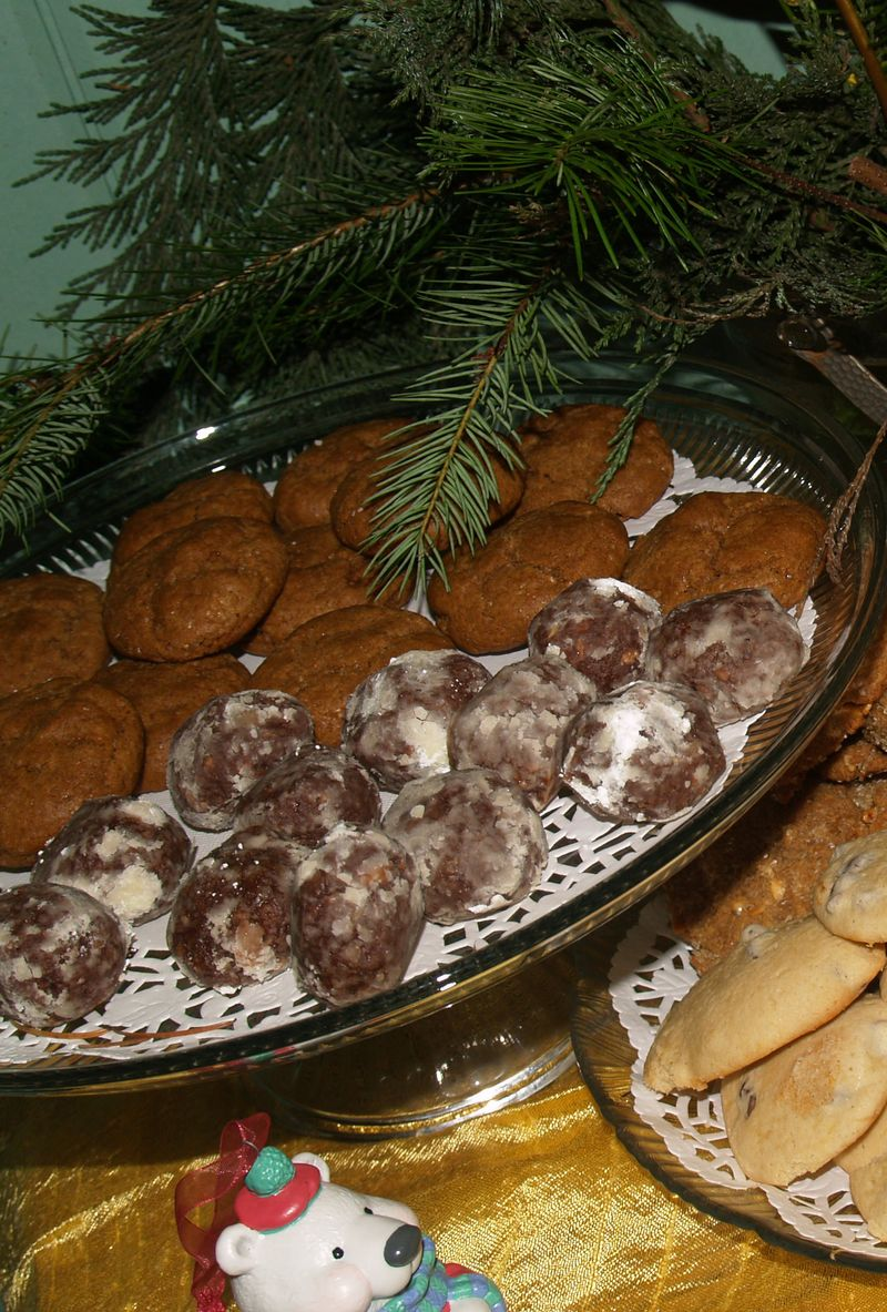 Christmas Party 2012 - Cookie X -  Liz Ginger Crinkles & Rum Balls,