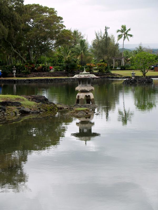 Liliuokalani Gardens - Lantern reflection